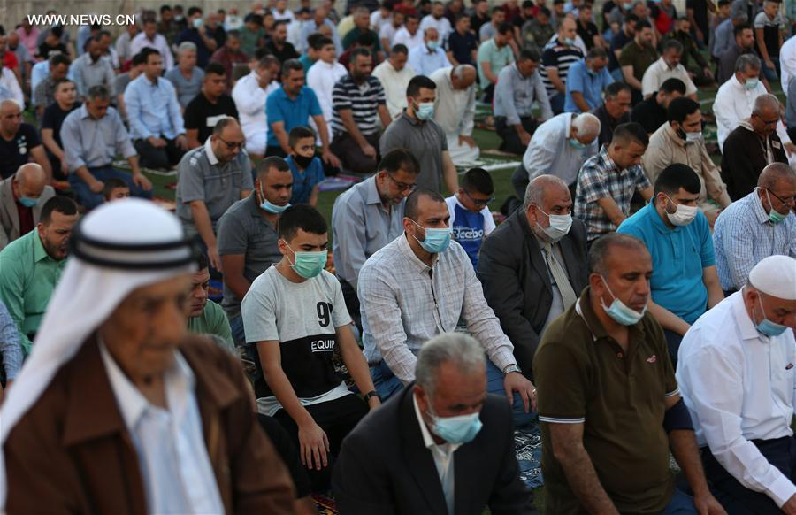 تقرير إخباري الفلسطينيون يحتفلون بعيد الأضحى وسط إجراءات وقائية مشددة