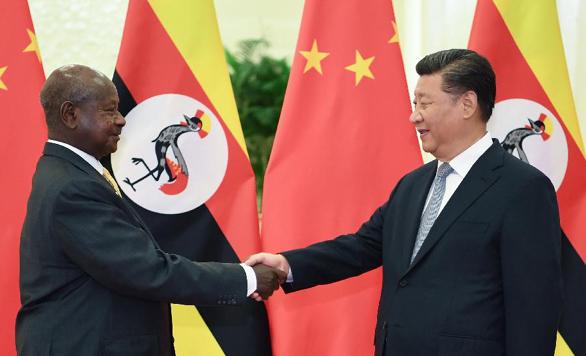 شي يجتمع مع الرئيس الأوغندي