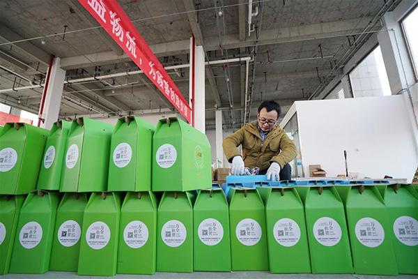 التجارة الإلكترونية تساعد مزارعين محليين على تسويق منتجات زراعية في شمالي الصين