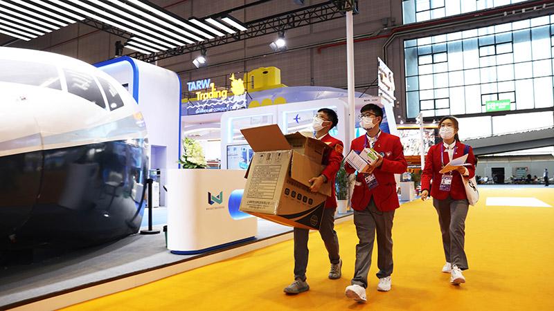 معرض الصين الدولي الثالث للواردات في شانغهاي- متطوعون